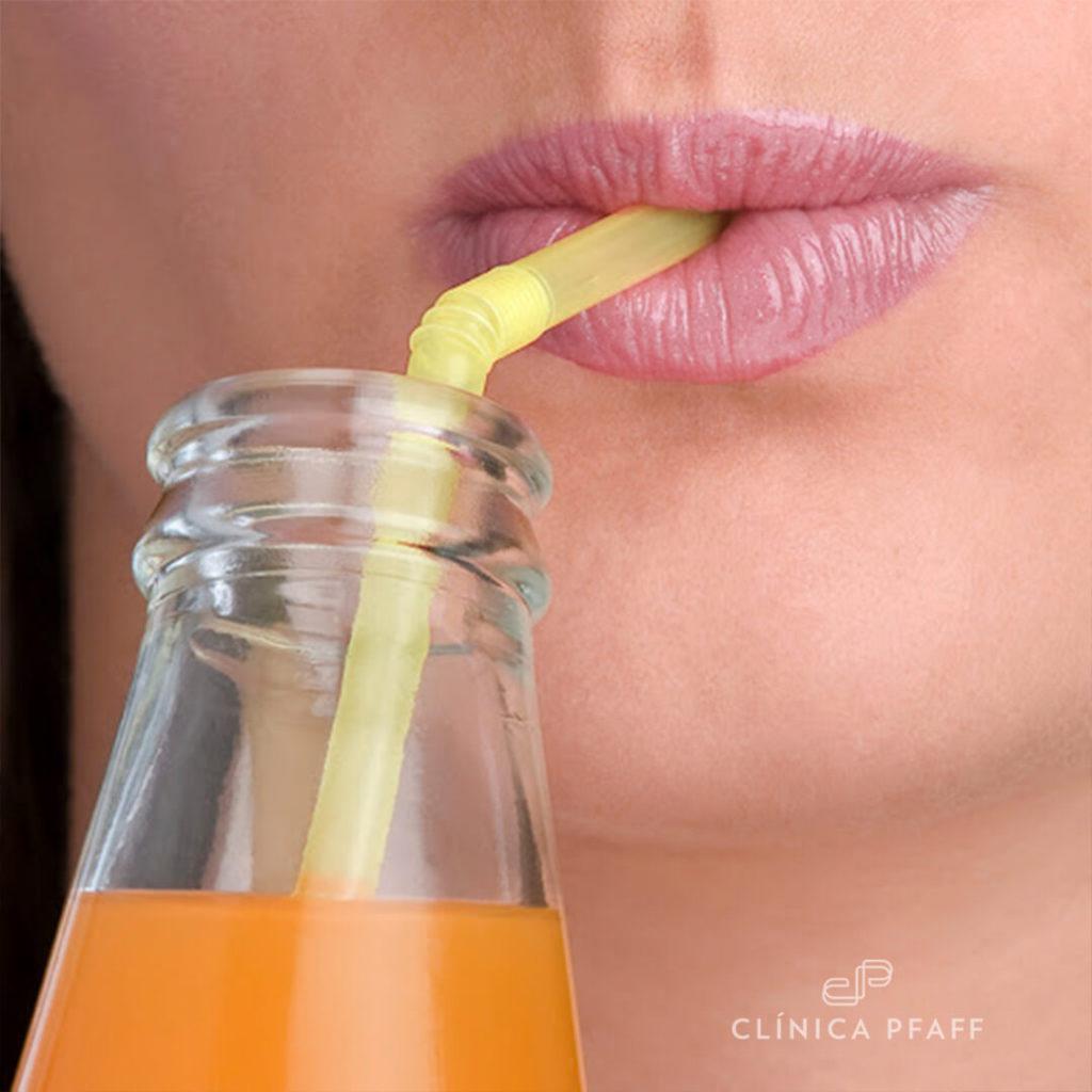 efecto-de-las-bebidas-gaseosas-y-carbonatadas-en-los-dientes-clinica-dental-pfaff-barcelona